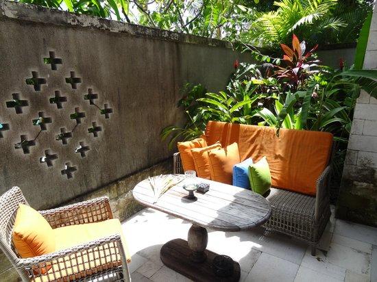 Sudamala Suites & Villas: terrasbij kamer