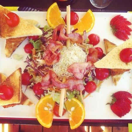 Ponent Plage: Salade de chèvre chaud.