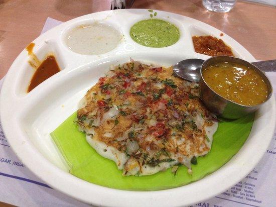 Saravana Bhavan: ウダパム お好み焼きのようなので食べやすい