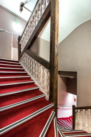 D'win Hotel : Escalier principal