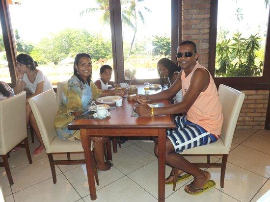 Salinas Maragogi All Inclusive Resort: Restaurante com a família