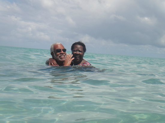Salinas Maragogi All Inclusive Resort: meu sogro e minha sogra na praia