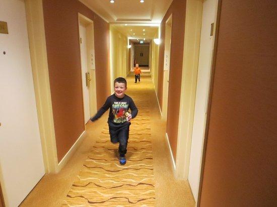Hilton Blackpool Hotel: Having fun in the corridors