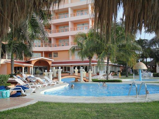 El Cozumeleño Beach Resort: Hotel and grounds