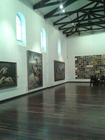 Museo Nacional: Salas com quadros de artistas plastico da Colombia