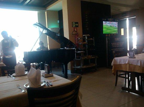 Sal e Brasa Steakhouse Aracaju: Piano Lindo!