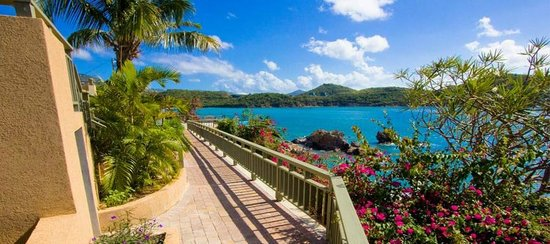 Lindbergh Bay Hotel and Villas: Scenic walkway