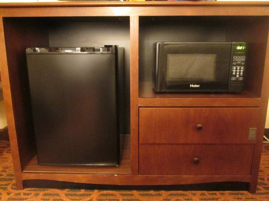Hampton Inn Provo: In room fridge/microwave