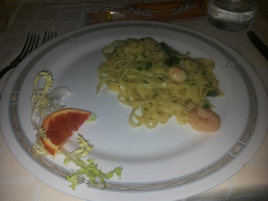Excelsior Palace: fettuccine zucchine e gamberi.