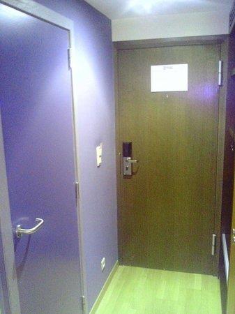 Velotel Brugge: Entrée chambre