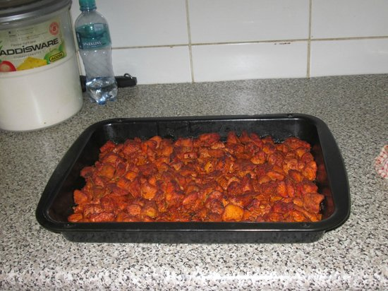Irana Indian Cuisine: Preparing chicken tikka
