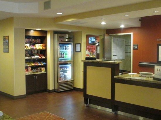 Hampton Inn Provo: Front Desk and Convenience Store