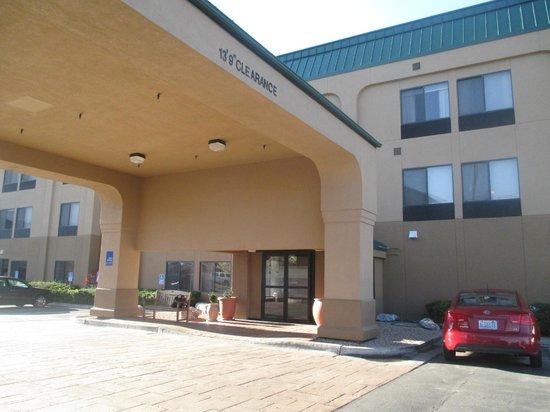 Hampton Inn Provo: Front entrance