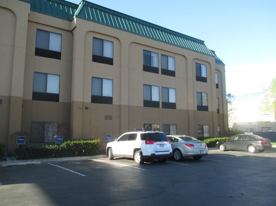 Hampton Inn Provo: Ample Parking