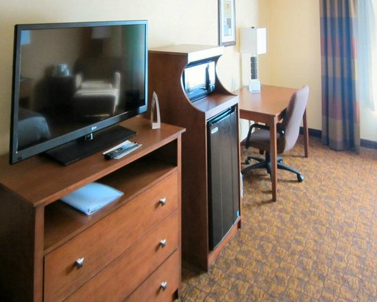 Holiday Inn Express Hotel & Suites Mount Airy South: TV, Frig and Microwave