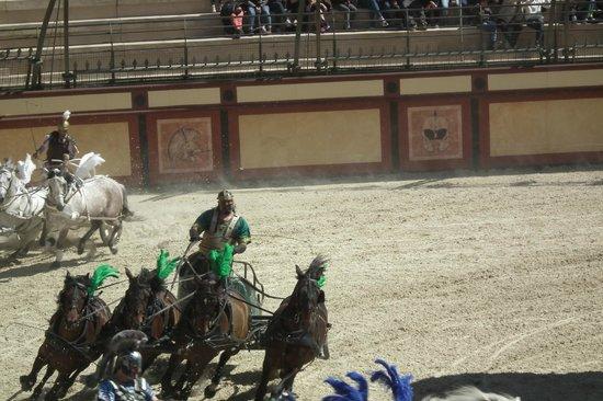 Le Puy du Fou : Chars à 4 chevaux chez lez romains