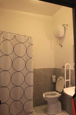 Hostel of the Sun : Bathroom