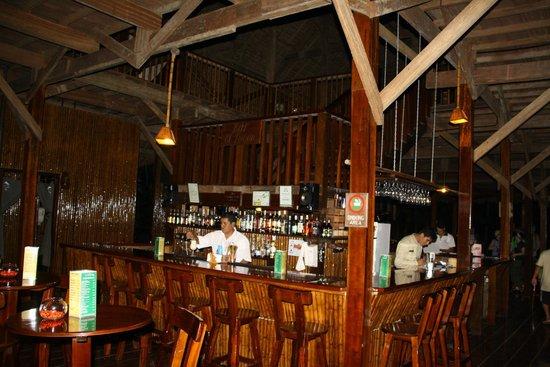 Refugio Amazonas : Central bar