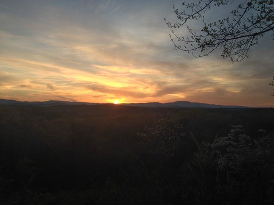 Blue Ridge Lodge & RV Park : Sunset pic from the BBQ pavilion