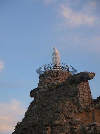 Rocher de la Vierge: La vierge