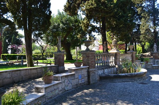 Mercure Villa Romanazzi Carducci: парк отеля