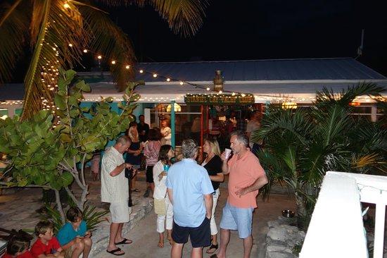Staniel Cay Yacht Club : Fun happy hour before
