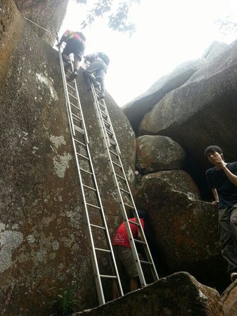 Negeri Sembilan, Malasia: Metal ladder climb to top
