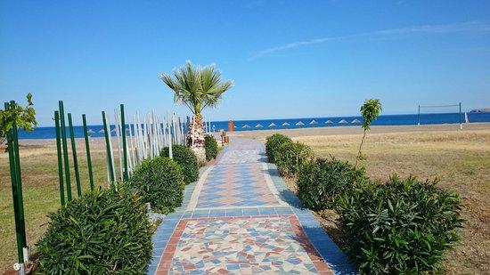 Atrium Palace Thalasso Spa Resort & Villas: Weg zum Meer