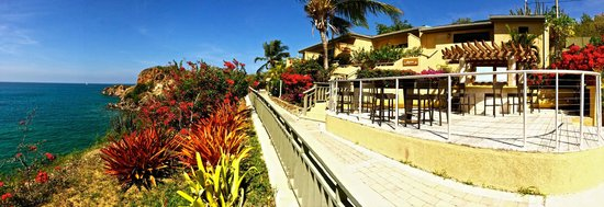 Lindbergh Bay Hotel and Villas : Each villa comes with its own deck