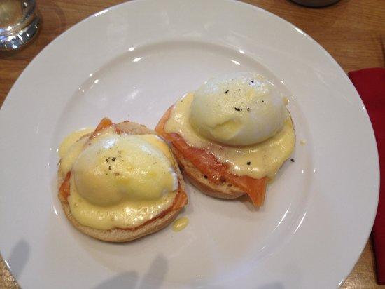 Buccleuch & Queensberry Hotel: Breakfast! Eggs benedict
