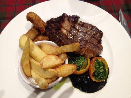 Buccleuch & Queensberry Hotel: Locally reared steak - yum