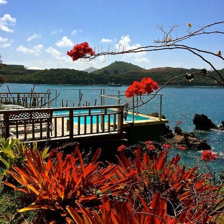 Lindbergh Bay Hotel and Villas : Pool looking out to the Caribbean Ocean