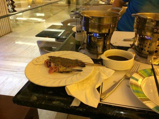 Novotel Shenzhen Bauhinia: не дорогой ужин с прекрасным выбором морепродуктов