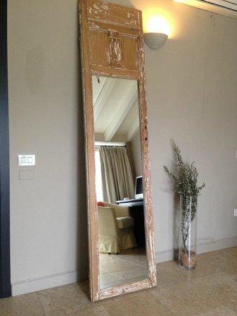 Santellone Resort: Зеркало в номере