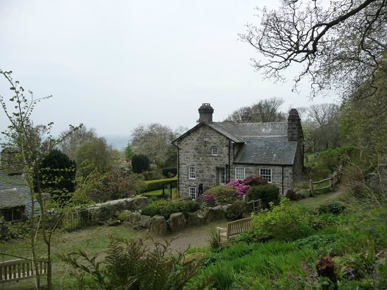 Plas Yn Rhiw from the side and back