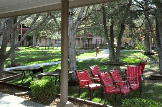 Best Western Pine Springs Inn: Großer Innenhof