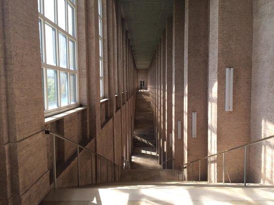 Alte Pinakothek : 館内の階段は建造物として見どころ