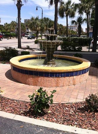 Atlantica Oceanfront Resort: Beautiful fountain to greet you in the front of building 1.