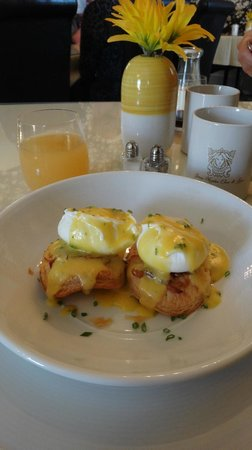"""Stone Maiden Inn : """"To live for"""" eggs Benedict the Erin the Chef way!"""