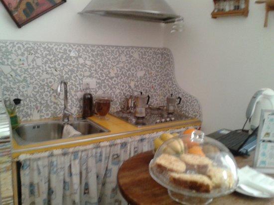 Gli Artisti Bed & Breakfast: Cucina (libero uso e accesso libero al frigo)