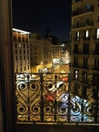 Serennia Apartamentos Ramblas - Placa Catalunya : bedroom balcony