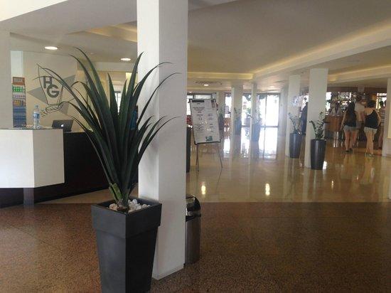 Hotel Garbi Park: Reception Area