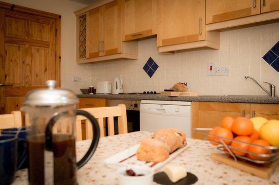 Roadford House Restaurant & Accommodation: kitchen in apartment