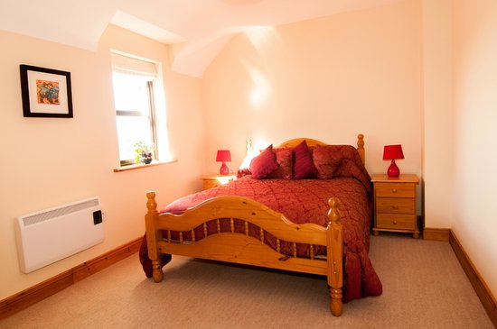 Roadford House Restaurant & Accommodation: one of the double rooms in apartment