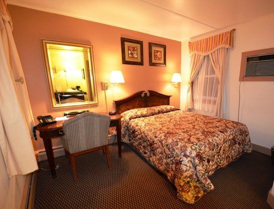 Williamstown Motel: Room with one queen bed Amenities