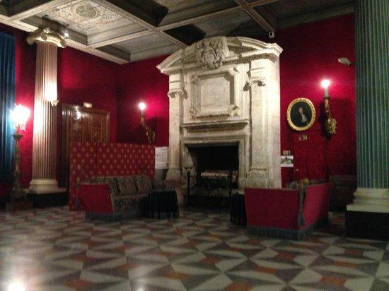 Hotel Negresco: Холл отеля