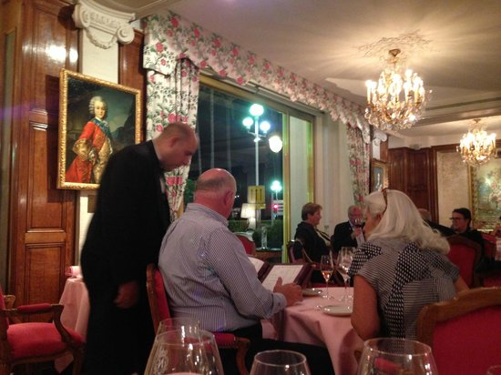 Hotel Negresco: Сомелье ресторана Шантеклер