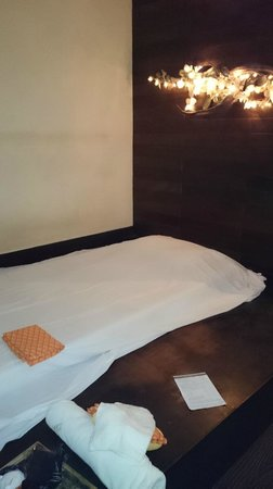 Asia Herb Association - Phrom Phong Shop: The treatment room with ensuite bathroom