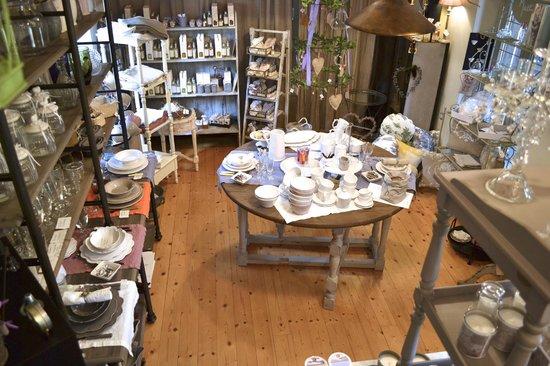 Les Voyageurs: Servizi e accessori per la tavola, candele profumate, profumazioni e decorazioni.