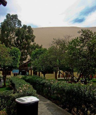 Carola del Sur: L'intérieur de l'Hostel avec les restaurant-Dancing au fond